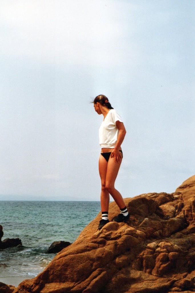 Ibiza_70erJahre_Hippielook_Trends_früher_Stilikonen_Eltern_weißesTop_College_Socken