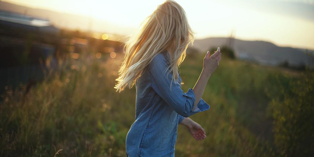 selbstvertrauen_selbstbewusstsein_tipps_jeanskleid_H&M_klassisch-Sommerfeld_fotografie_gegenlicht_baunatal_kassel_blog_4