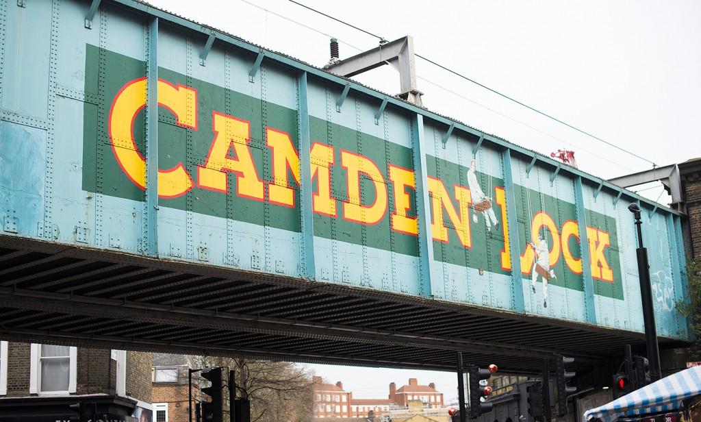 OnePiece_OneSie_LederCap Mango_TopShop Shoes_portrait_camdentown_bus_london_modeblog kassel_Modeblog aus kassel_camden market_camden lock