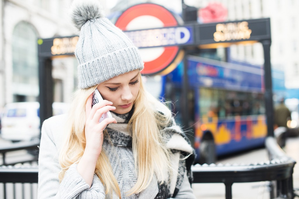 london_underground_streetstyle london_topshop mütze_topshop bommelmütze_mantel vila_modeblog kassel_kiamisu_gocostumized
