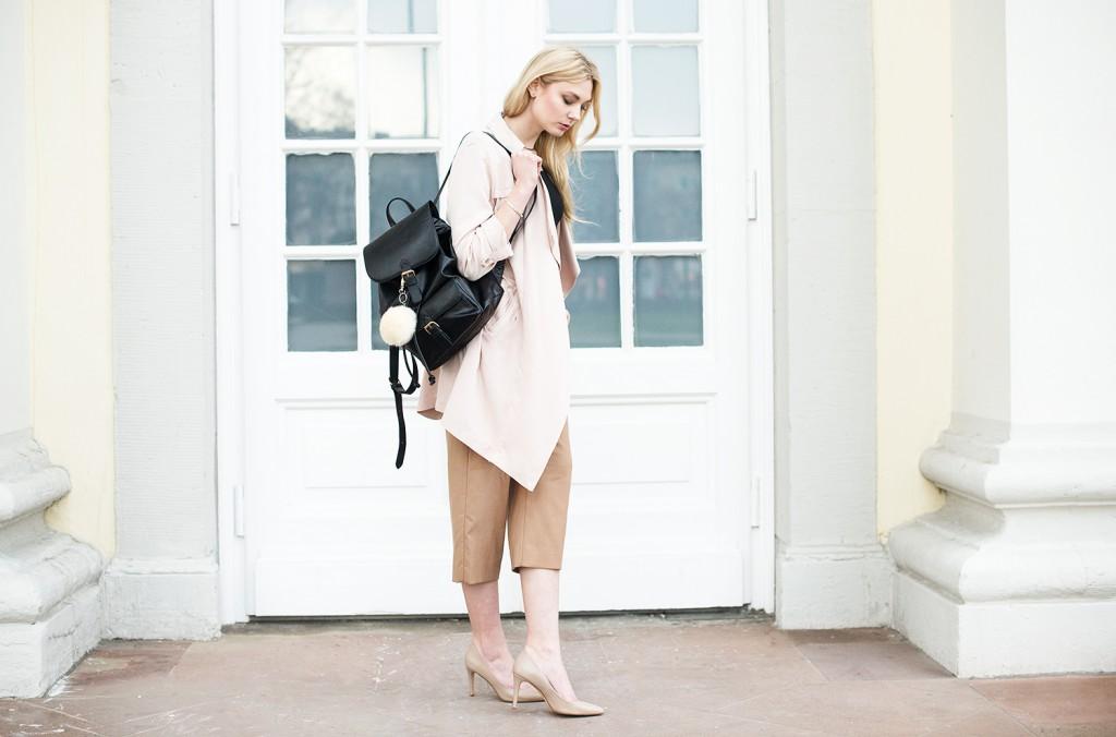 new look mantel rose rosafarben_culotte new look hellbraun_rucksack asos bommel_weiße bommel rucksack_weiße bommel füt handtasche_schuhe beige hallhuber