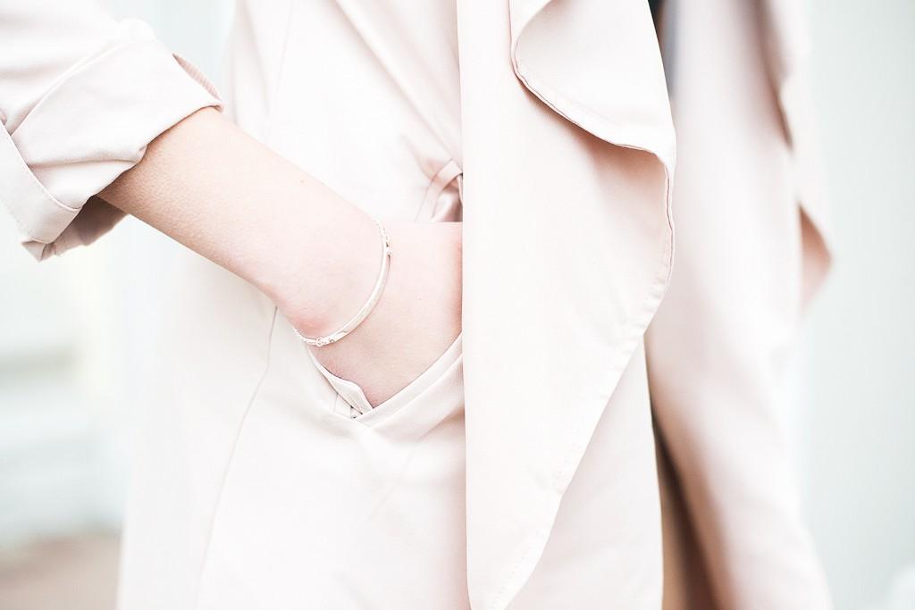 new look mantel rose rosafarben_culotte new look hellbraun_rucksack asos bommel_weiße bommel rucksack_weiße bommel füt handtasche_schuhe beige hallhuber_armband thomas sabo