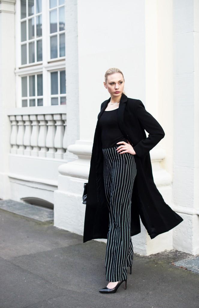 Elegantes abendstyling schwarz wei gestreifte hose schwarzer langer mantel kiamisu - Schwarzer langer mantel ...