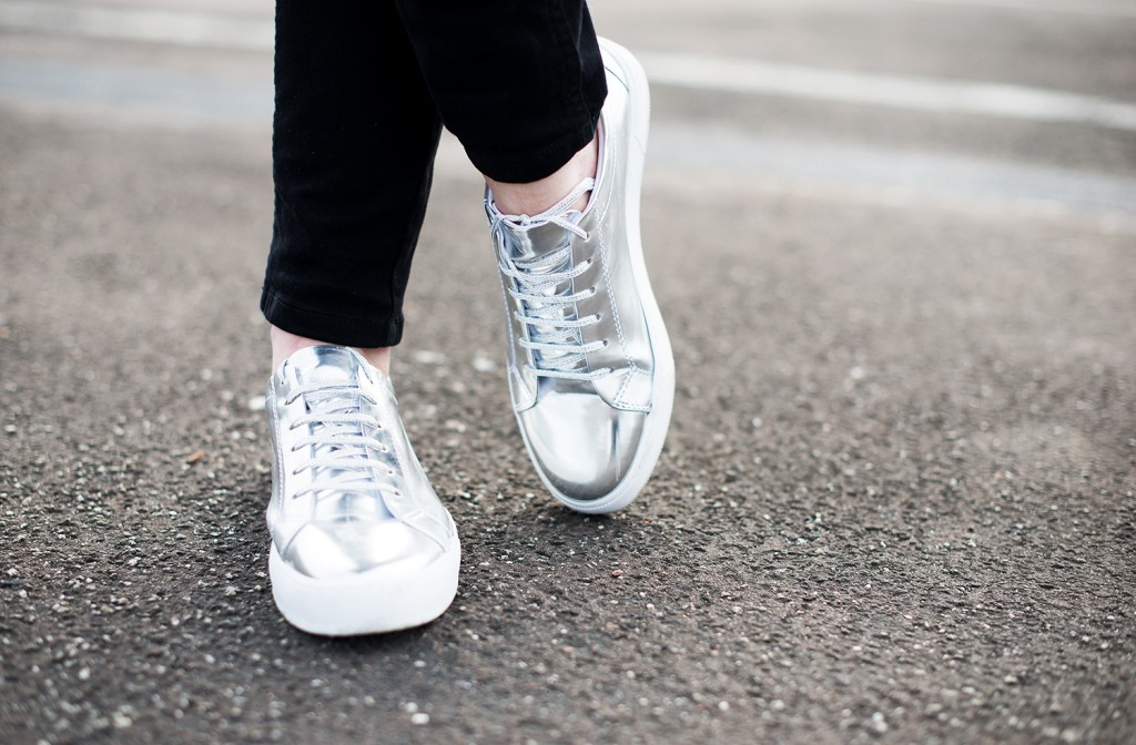 metallic sneaker silber alba moda_kiamisu_modeblog_calvin klein shirt weiß