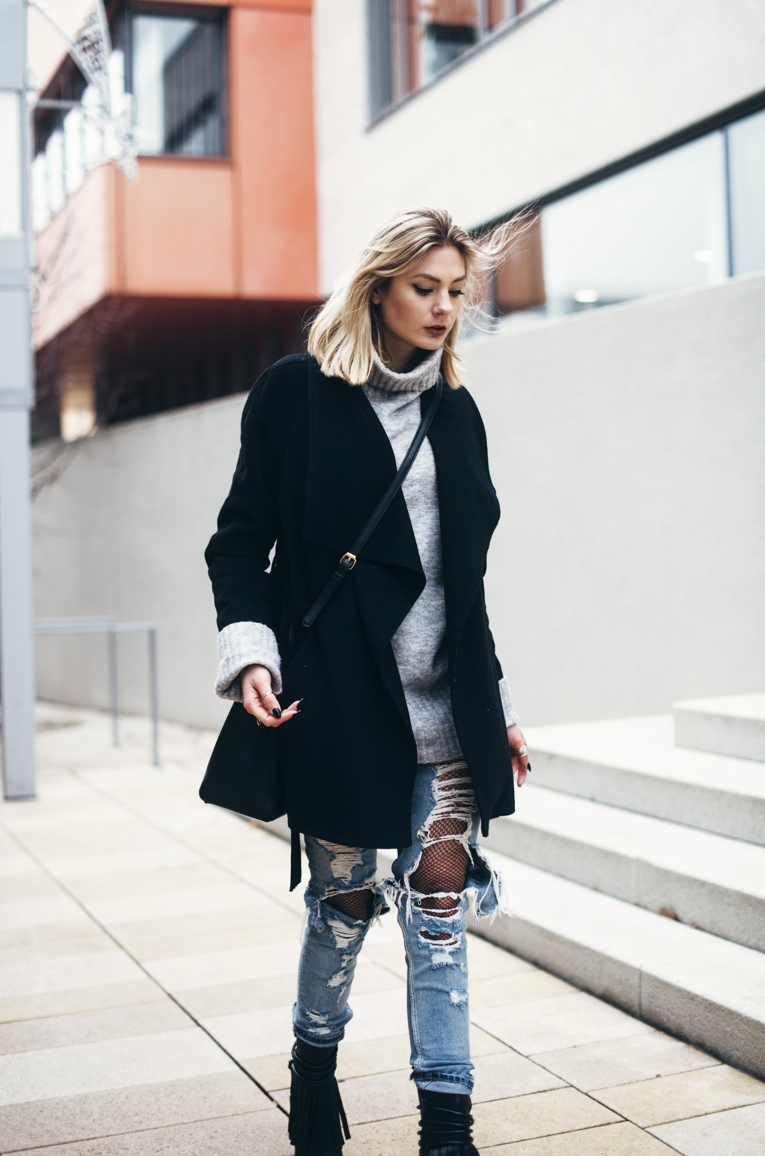 streetstyle trends oversized pullover destroyed jeans