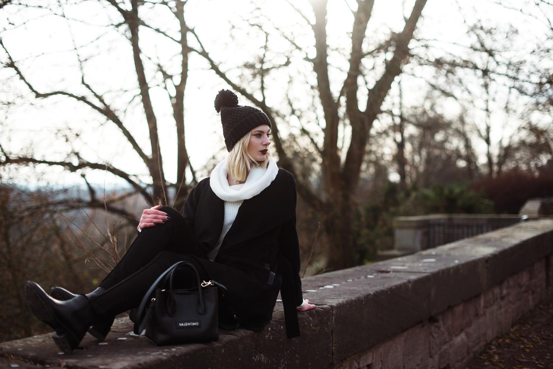 takko-fashion_winer-outfit_muetze-mit-bommel_bommelmuetze_fashionblog_modeblog_kiamisu-22