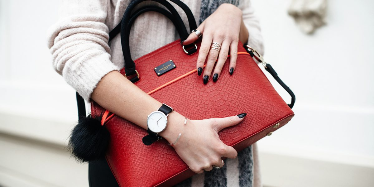 Kiamisu_Modeblog_Pauls Boutique rote Tasche_Hm Pullover rosa_Smukett Uhr schwarz-3