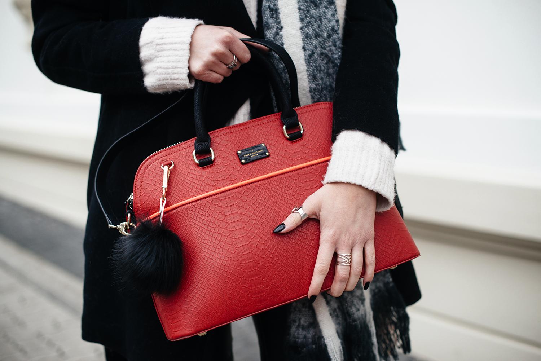 Kiamisu_Modeblog_Pauls Boutique rote Tasche_Hm Pullover rosa_Smukett Uhr schwarz