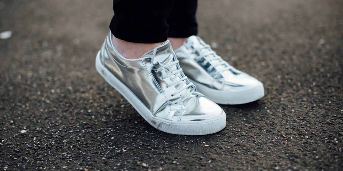 Sneaker kombinieren: So stylst du die Schuhe 2017 trendsicher!