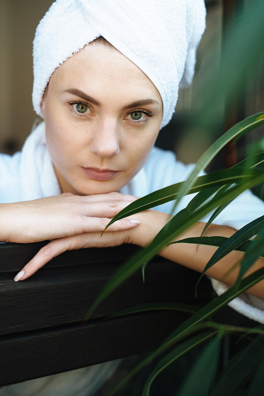 test_erfahrung_medipharma cosmetics_Hyaluron Gesichtspflege Sensitive_Augenpflege_Körperlotion_Wirkkonzentrat Anti-Falten + Aufpolsterung-final4