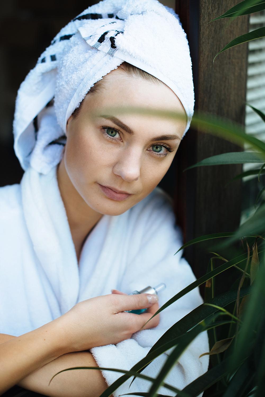 test_erfahrung_medipharma cosmetics_Hyaluron Gesichtspflege Sensitive_Augenpflege_Körperlotion_Wirkkonzentrat Anti-Falten + Aufpolsterung-final1