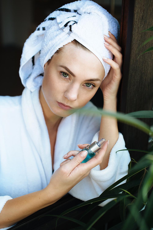 test_erfahrung_medipharma cosmetics_Hyaluron Gesichtspflege Sensitive_Augenpflege_Körperlotion_Wirkkonzentrat Anti-Falten + Aufpolsterung-final2