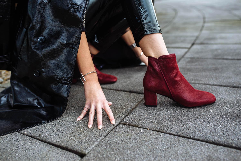 Rote Schuhe kombinieren_zumnorde Steifeletten rot Konstantin Starke-final1