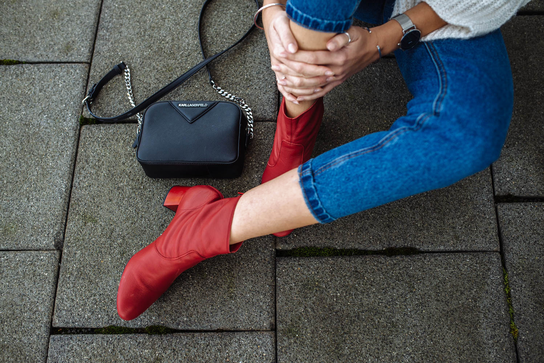 Rote Schuhe kombinieren_zumnorde Steifeletten rot Konstantin Starke-final2
