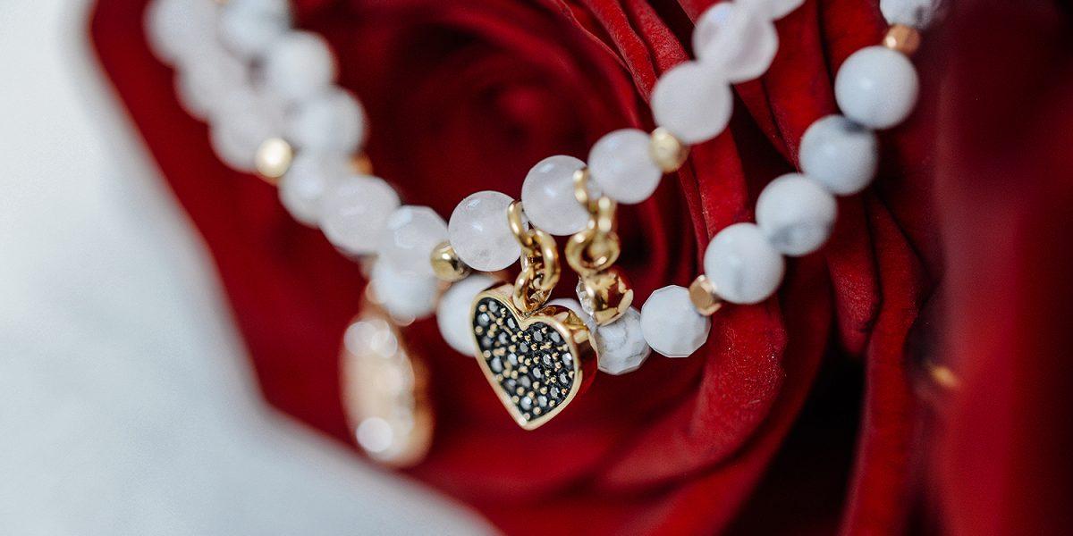 Geschenkideen Valentinstag_Wellnessarmbänder von Fossil_Schmuckgeschenk für Sie-final1