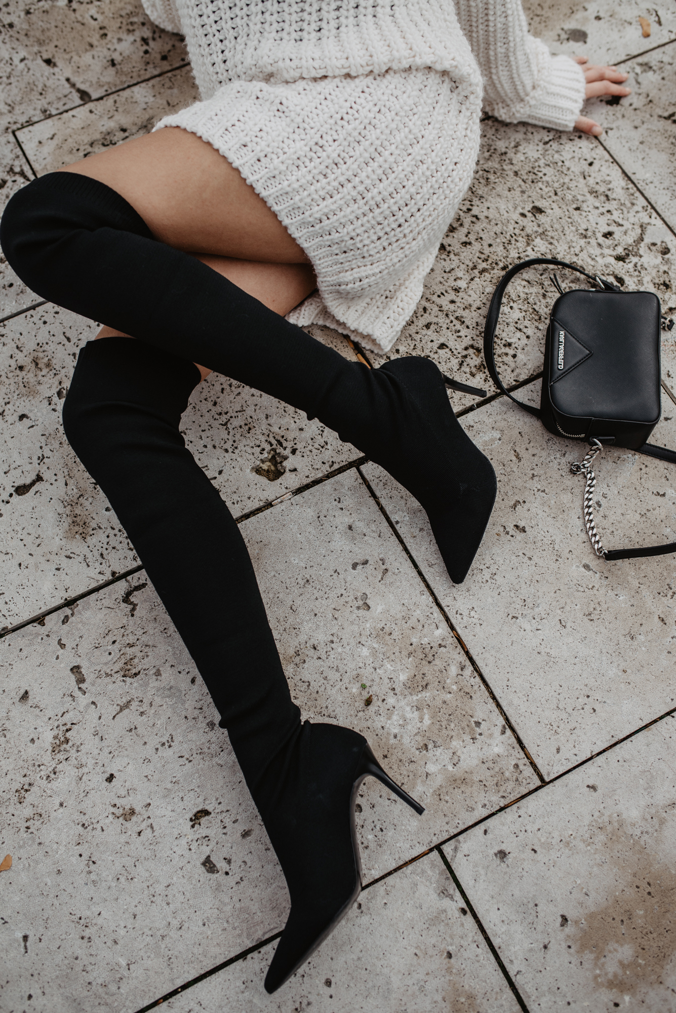 Overknees Outfit Inspiration: So kannst du schwarze Overknee Stiefel stylen!