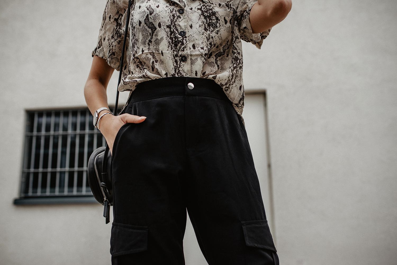 f99f1f6690 Cargo Hose kombinieren: So stylst du die lässigen Pants 2019!